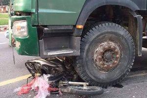 Đà Nẵng: Người phụ nữ chạy xe máy tử vong thương tâm dưới bánh xe tải