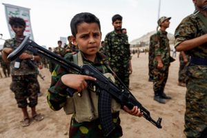 Những đứa trẻ cầm súng trong cuộc nội chiến Yemen