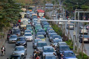 Bộ GTVT yêu cầu chấn chỉnh taxi ngoại tỉnh cài Grab chạy ở Hà Nội