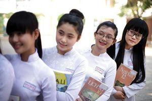 Khuyến khích trẻ đọc sách để giảm bạo lực học đường và vô cảm