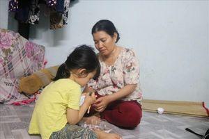 Bé 5 tuổi bị U60 sàm sỡ: Người mẹ nghèo trắng đêm tìm công lý cho con