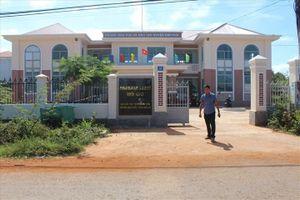 Bắt cán bộ huyện trục lợi tiền hỗ trợ giáo dục trẻ em vùng khó