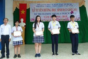 Trường THCS-THPT Trần Cao Vân tuyên dương, trao thưởng HS giỏi cấp Thành phố