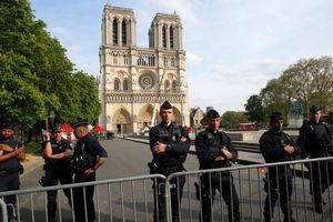 Pháp cấm người biểu tình Áo phản quang vàng đến gần nhà thờ Đức Bà Paris
