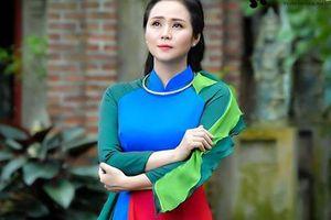Nữ hoàng hoa hồng Thanh Hương duyên dáng trong BST áo dài color block
