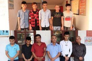 Hà Tĩnh: Tạm giữ nhóm đối tượng lao từ trên xe xuống đường nổ súng 'thị uy'