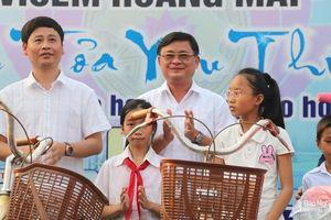 Giải Quần vợt Vô địch Nghệ An 2019 tặng 52 xe đạp cho học sinh nghèo