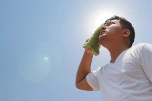 Nắng nóng gay gắt bạn đã biết cách điều trị say nắng chuẩn ngay tại nhà chưa?