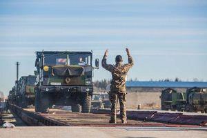 Pháp triển khai binh sĩ, xe tăng sát biên giới Nga