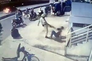 Công an TP HCM yêu cầu xác minh clip CSGT chĩa súng, đá người vi phạm