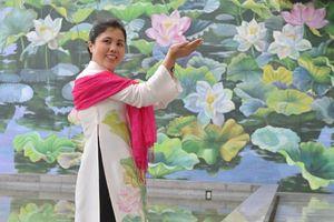 Tranh hoa sen ở sân bay Nội Bài đoạt huy chương vàng Thiết kế Quốc tế