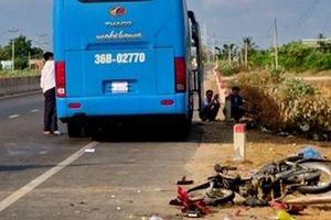 Va chạm với xe khách, 2 vợ chồng chết thảm
