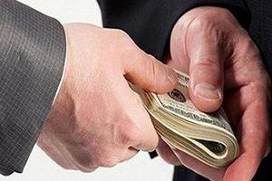 Bắt quả tang cán bộ thanh tra nhận tiền hối lộ