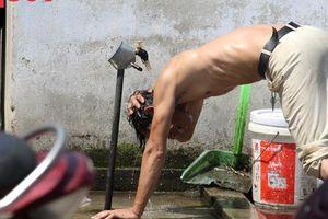 Du khách thích thú, người dân chật vật đối phó nắng nóng đầu hè ở Huế