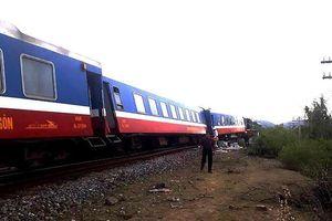 Tàu lửa trật bánh, đường sắt tắc 5 tiếng đồng hồ