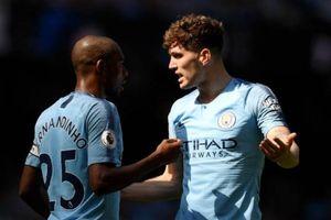 Man City thoát penalty vì Ngoại hạng Anh chưa có VAR