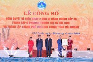 Chủ tịch Quốc hội trao nghị quyết thành lập TP Chí Linh, Hải Dương