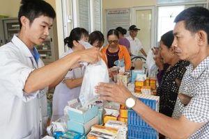 Bệnh viện TW Huế khám và cấp phát thuốc miễn phí tại xã Hải Vĩnh