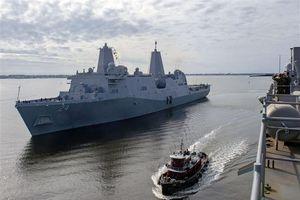 Nữ lính thủy đánh bộ Mỹ phát hiện camera quay lén trong buồng tắm trên tàu đổ bộ