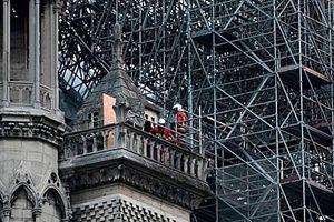Nhà thờ Đức Bà Paris có thể cháy do chập điện?