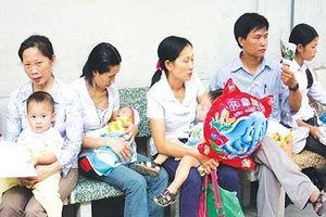 TP.HCM: Người nhà, trẻ nhỏ 'đua' nhau nhập viện mỗi ngày do nắng nóng kéo dài