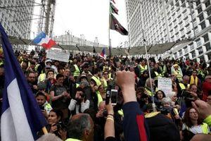Pháp: Phe áo vàng chuẩn bị biểu tình bất chấp vụ cháy nhà thờ Đức Bà Paris