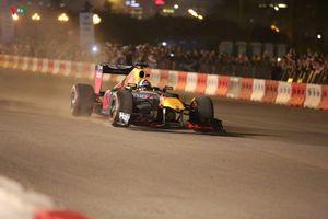 Cận cảnh: Siêu xe đua F1 'ra mắt' khán giả Thủ đô Hà Nội