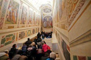 Vatican lần đầu tiên mở cửa Cầu thang Thánh sau 300 năm
