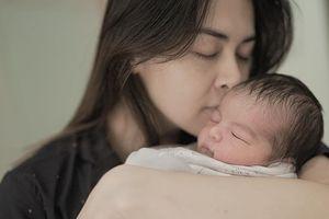 Con mới sinh của 'mỹ nhân đẹp nhất Philippines' xinh như thiên thần