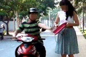 Thủ đoạn của 2 tên cướp chuyên 'nhắm' tới phụ nữ đi đường