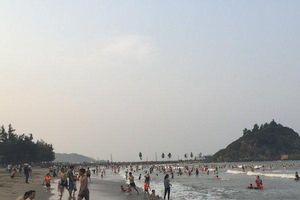 Nắng nóng trên 40 độ, người dân xứ Nghệ quay cuồng trong 'chảo lửa'
