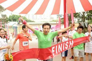Cán bộ y tế tham gia chạy vì sự sống của trẻ sơ sinh