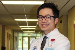PGS.BS Huynh Wynn Tran: Có phải bác sĩ 'dỏm' mới thường xuyên chia sẻ thông tin sức khỏe trên mạng?