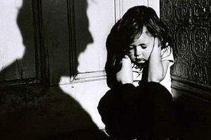 Đến nhà hàng xóm chơi bài, hai bé gái 8 tuổi bị xâm hại ở Cà Mau