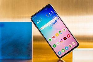 Bộ ba điện thoại Galaxy S10 bán chạy hơn bộ đôi S9