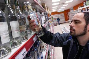 Nga: Rượu vodka bán chui tràn lan, còn cognac trên thị trường ngập trong hàng fake