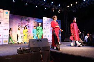 Việt Nam quảng bá áo dài tại Tuần lễ thời trang toàn cầu Ấn Độ