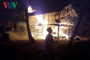 Cháy nhà sàn ở Gia Lai khiến bé gái 4 tuổi tử vong