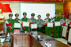 Quảng Bình: Khen thưởng Công an phá các tụ điểm ma túy, mại dâm