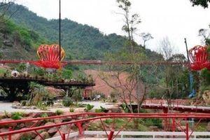 Mộc Châu (Sơn La): Dân tình sốt sình sịch xem cầu kính tình yêu 5D
