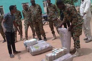 Phát hiện 113 triệu tiền USD mặt tại nhà riêng của cựu Tổng thống Sudan