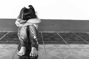 Vụ bé gái 3 tuổi nghi bị ông lão 70 tuổi dâm ô: Cha mẹ thức trắng đêm chờ đến sáng để tố cáo