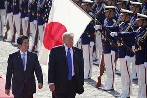Thủ tướng Nhật tranh thủ mọi dịp để kết thân với ông Trump