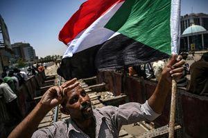 Lãnh đạo quân đội Sudan cam kết sẽ trao quyền lực cho nhân dân