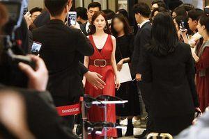 Hyuna và SeoHyun (SNSD) khiến fan náo loạn khi đọ sắc với váy đỏ rực lửa