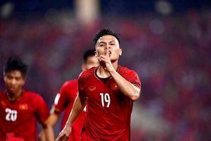 Ăn mừng phải đẳng cấp: Quang Hải ngạo nghễ như Ronaldo, Messi mỗi lần ghi bàn