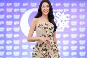 Á hậu Thúy Vân diện đầm quyến rũ 'đọ sắc' cùng thí sinh Hoa hậu bản sắc Việt toàn cầu