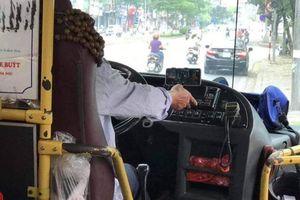 Nhà xe xin lỗi hành khách vì tài xế xe buýt vừa lái vừa xem phim
