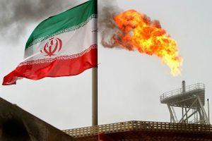 Mỹ tuyên bố trừng phạt mọi quốc gia mua dầu mỏ Iran