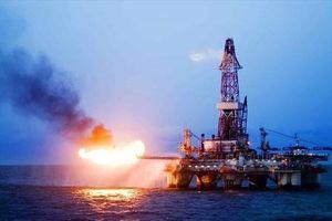 Giá dầu hôm nay 23.4: Áp lực tăng, dầu 'vọt' mốc 74 USD/thùng